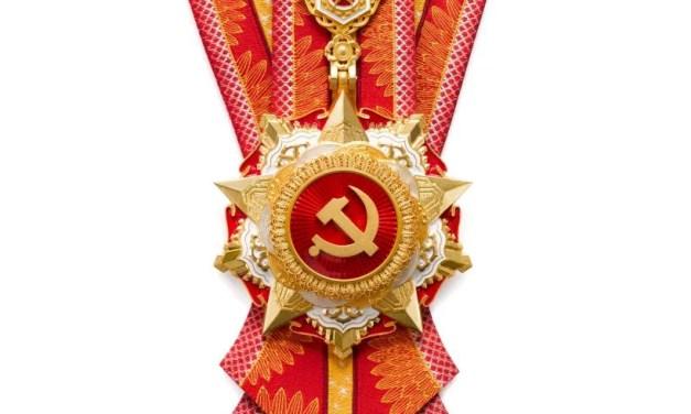 Xi Jinping décerne la plus haute distinction du PCC à des «modèles»