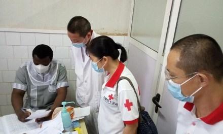 Coopération Sanitaire : les médecins chinois offre du matériel médical au CHR de Koudougou