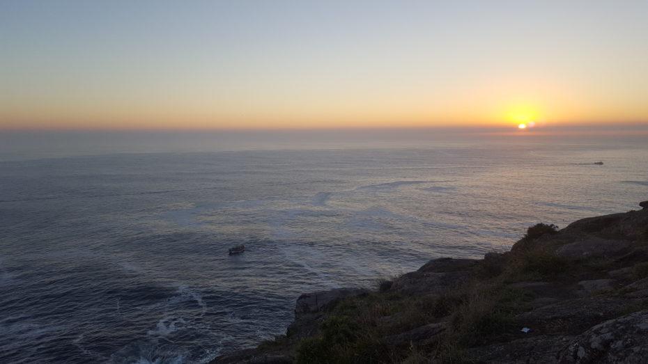 Il tramonto a Cabo Finisterre, abbiamo seguito il ritmo del sole per molto tempo ed ora lo vediamo morire per l'ultima volta