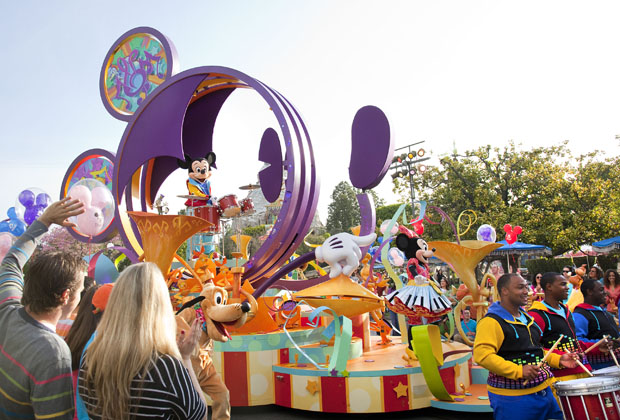 Explore All Of The Live Shows and Performers At The Disneyland Resort 2