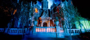 How They Haunt – Behind the scenes of Disney's Haunted Mansion 1