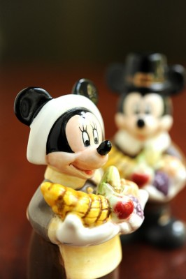 Minnie Thanksgiving figurine