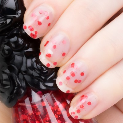anna_sui_minniemouse_nailpolish_400_swatch1