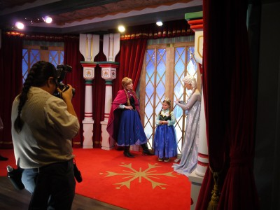 Anna and Elsa Meet and Greet