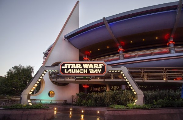 STAR-WARS-LAUNCH-BAY-11_15_DCA_15433-640x420