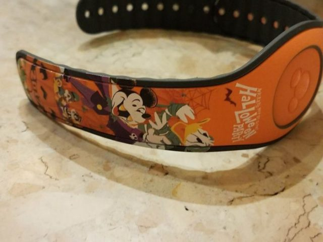 First Look At Event Exclusive Mickey's Not-So-Scary Halloween MagicBand 5