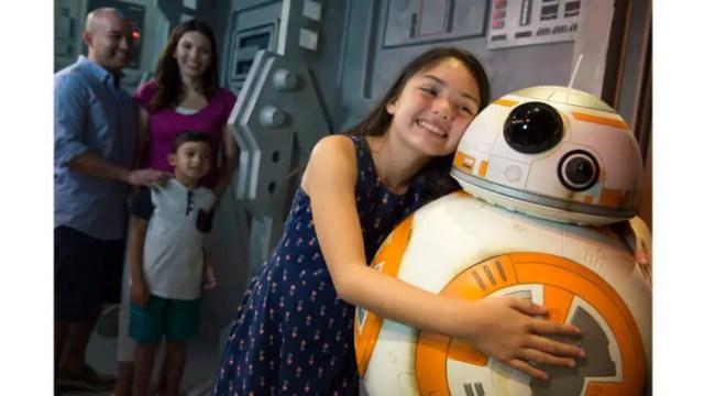 VIDEO: Kids Love Meeting BB-8 1