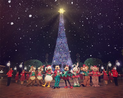 Hong Kong Disneyland Resort Transformed During 'A Disney Christmas' 1