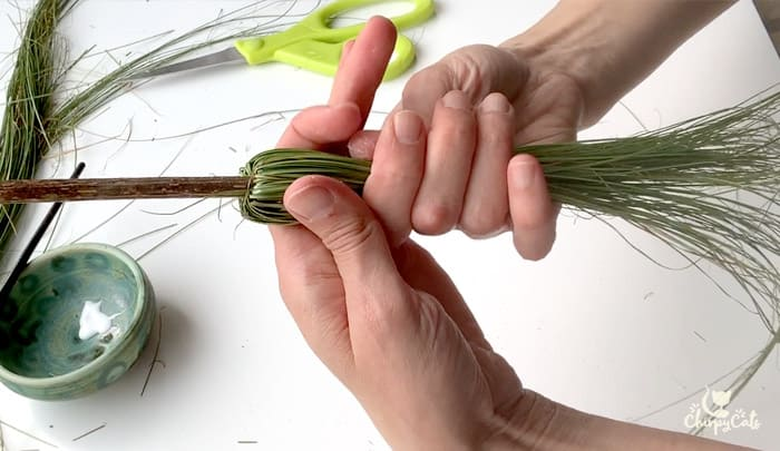 tie the mini witches broom with twine for diy cat toy