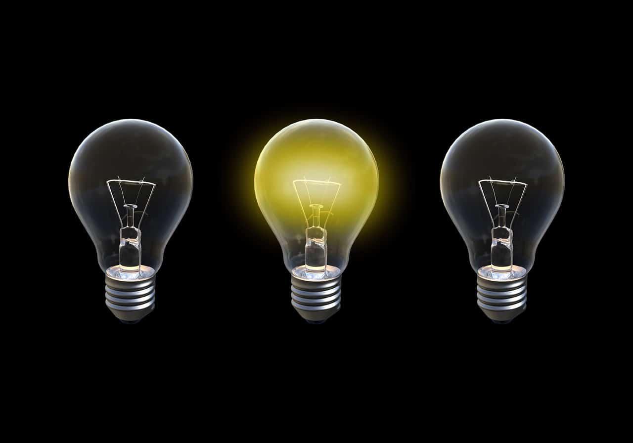 アイデアを表現した電球