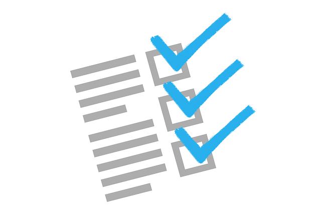 青いペンで書かれたチェックマークのチェックリストの絵
