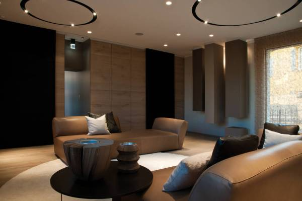 salon moderno en piel marron