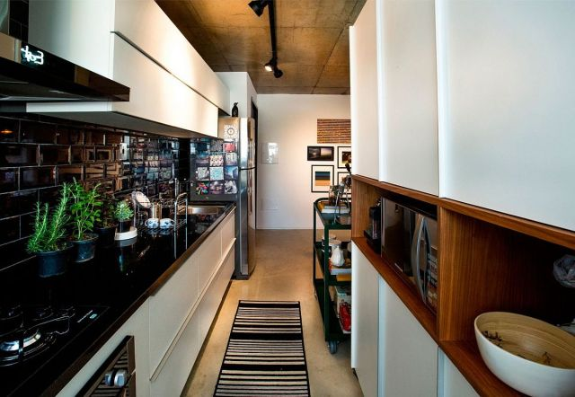 Narrow-modern-kitchen-design-for-the-small-apartment