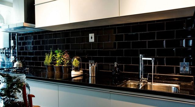 Small-kitchen-with-black-granite-countertop