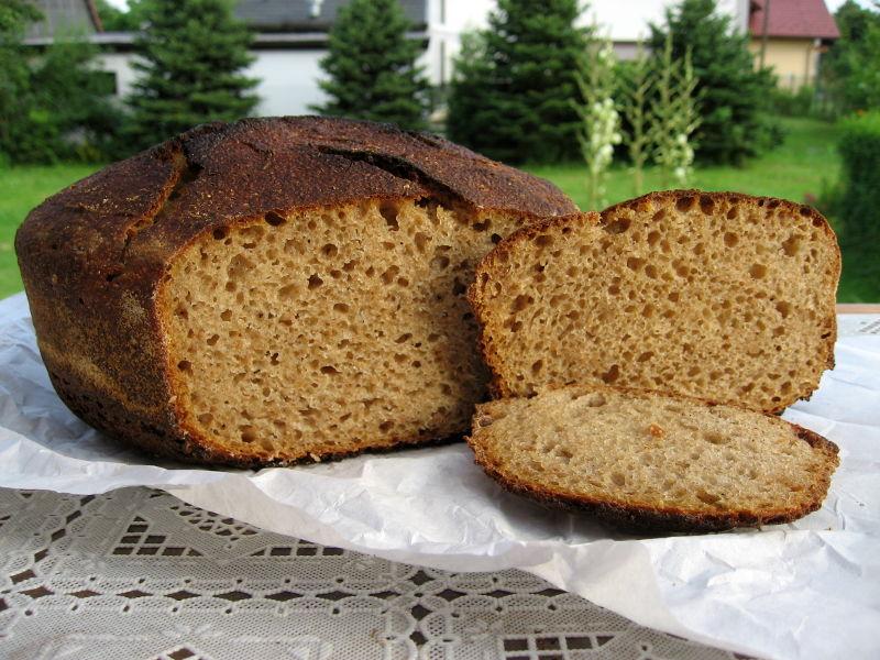 Chleb orkiszowy na zakwasie z domowym słodem