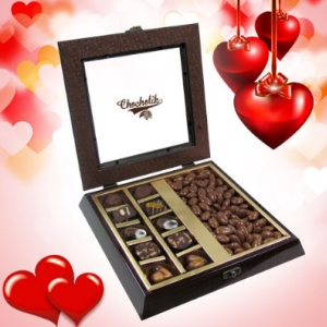 Coated Almond and Chocolate Medley gift box