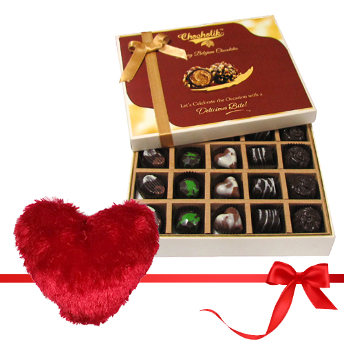 Chocholik 20pc Beautiful Chocolate Box With Heart Pillow Valentine