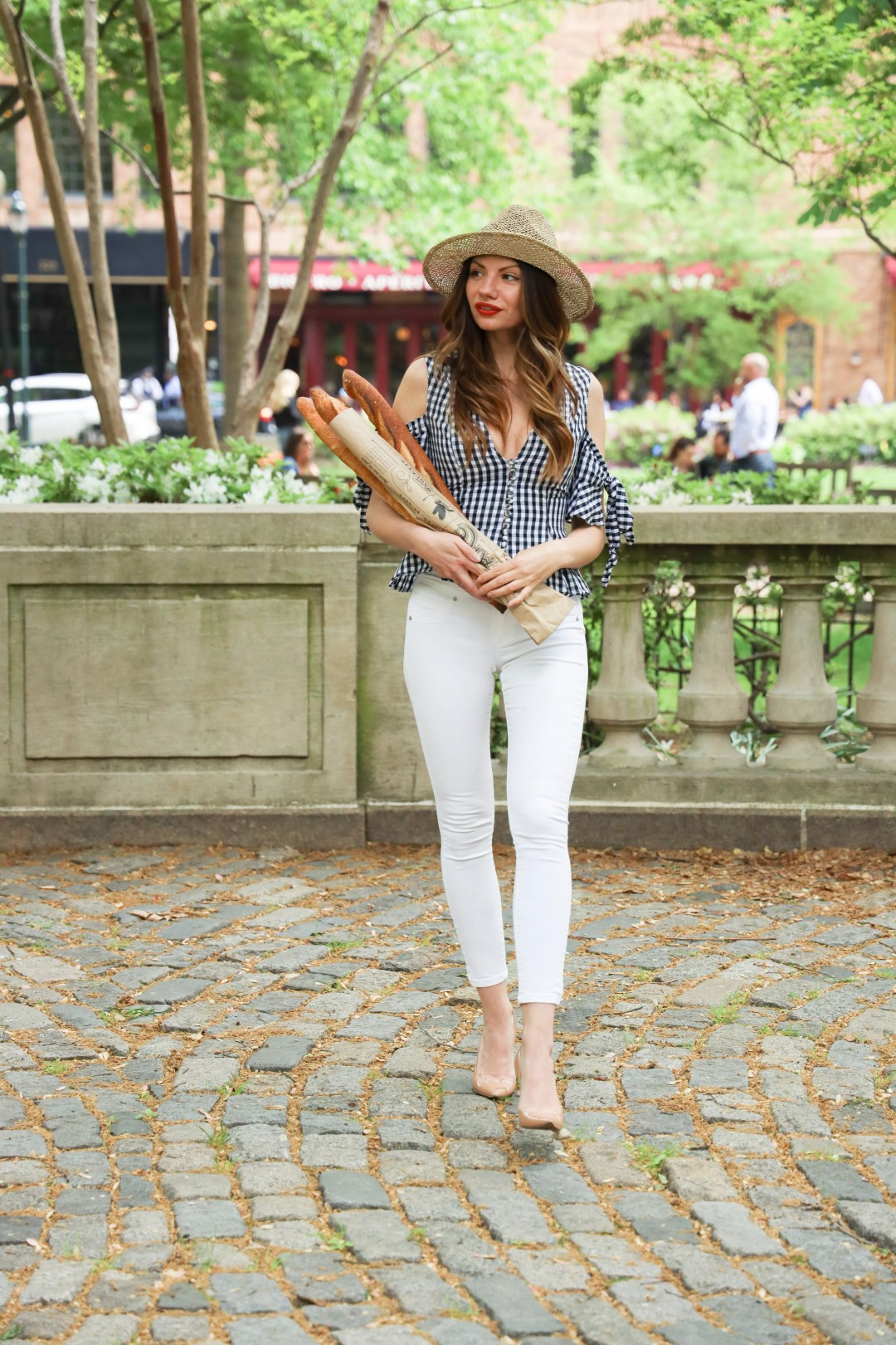 Lifestyle Blogger Chocolate and Lace shares her photoshoot at Parc Rittenhouse Square Philadelphia, PA.