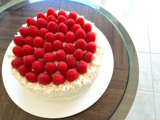 Lemon Curd Cake, Lemon Cake, White Chocolate Buttercream, Swiss buttercream, buttercream, white chocolate, chocolate, raspberries, cake, birthday, birthday cake, elegant cake, easy cake recipe, cake recipe, birthday cake recipe, white cake,