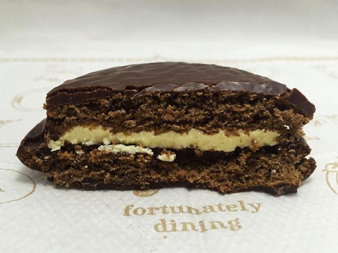 『ロッテ』の「チョコパイティラミス 晩餐会のデザート仕立て」黄色いティラミスクリーム