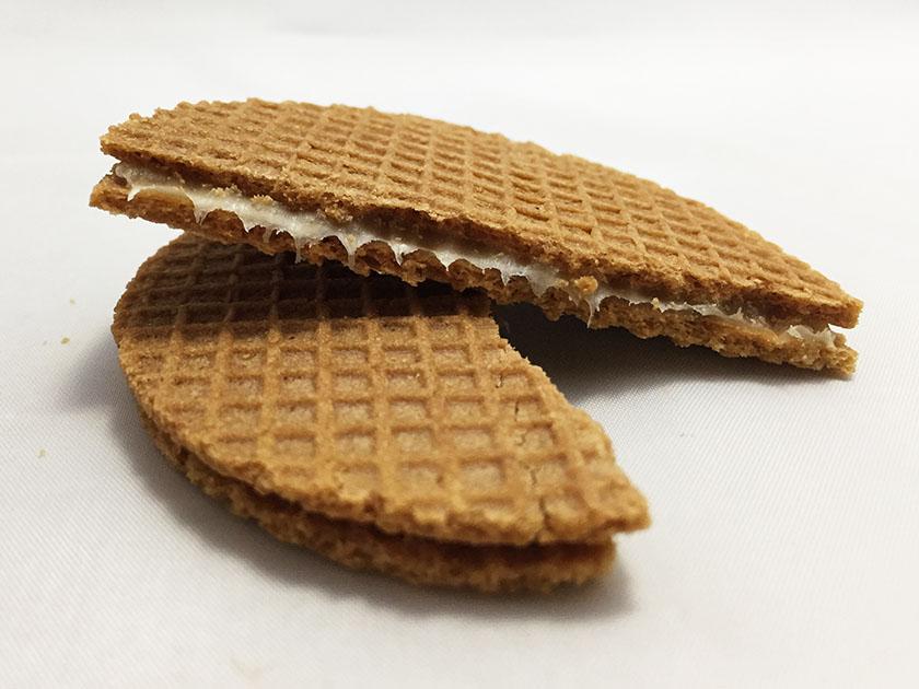 『菓か舎』のやわらか蜂蜜キャラメルワッフル「ダンク・ウ!」透明感のあるクリーム