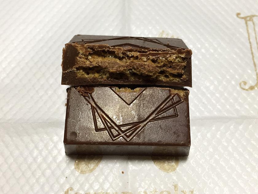 『ローソンセレクト』の「ルックゴーフレットチョコレート」固めノウエハース入り