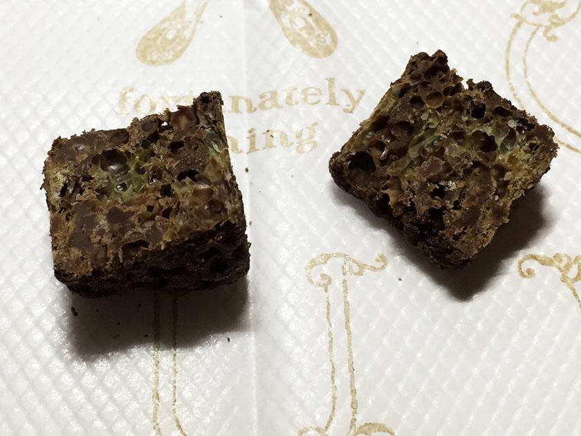『ギンビス』の「銀座ラスクガトーショコラ」中まで染みたチョコ