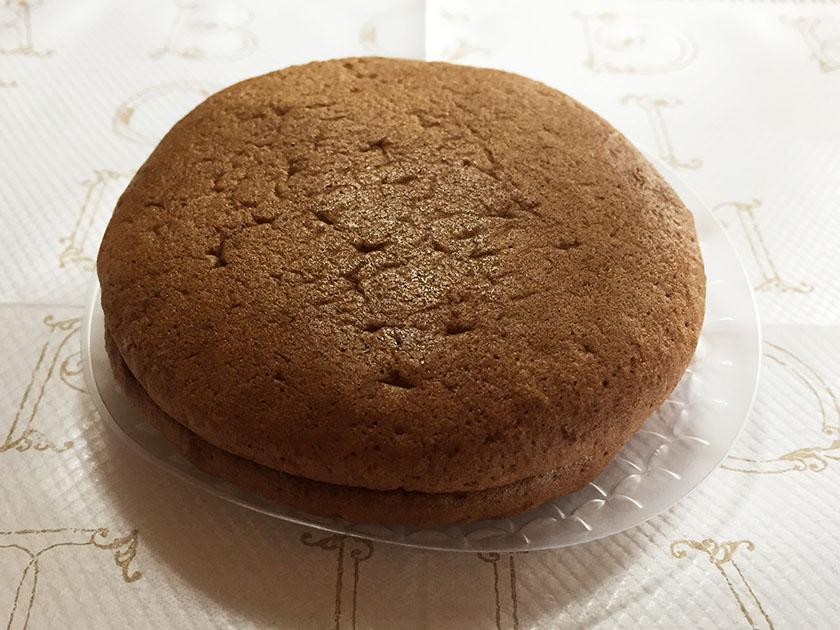『柳月』の「どらクリムI世」チョコ入りスポンジケーキ