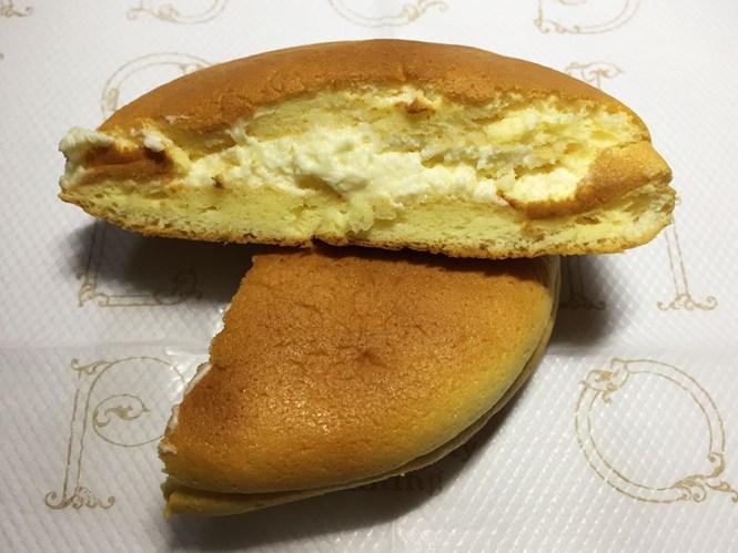 『もりもと』の「ゆきむしスフレ北海道メロン」黄色いけれどメロンクリーム