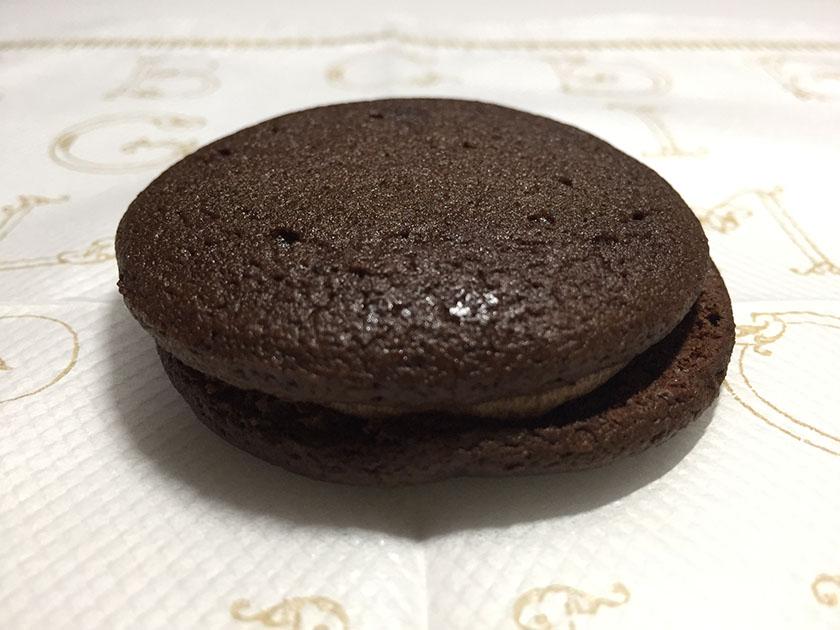 『ナチュラルローソン』の「しっとり濃厚チョコレートケーキ」ふんわりスポンジ