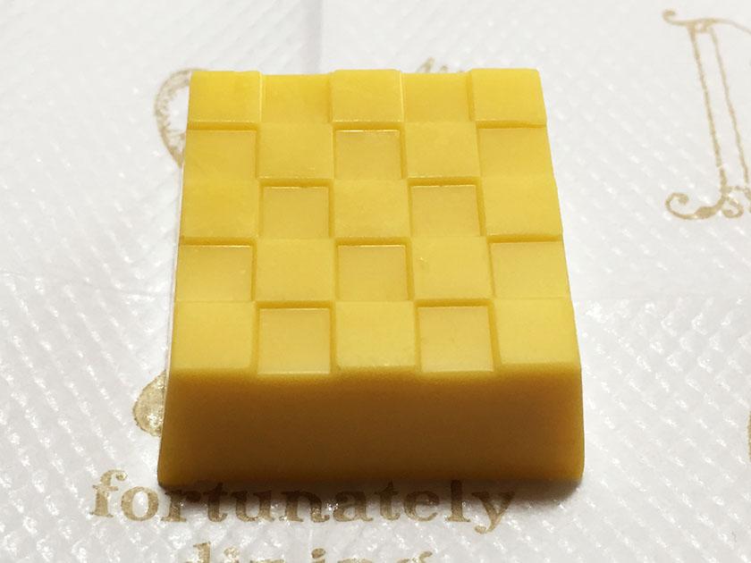 『チロル』の「チロルチョコTHEセブンシュー」卵の黄色