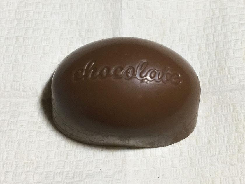 『セブンプレミアム』の「アーモンドチョコレート」シンプルになったチョコのデザイン