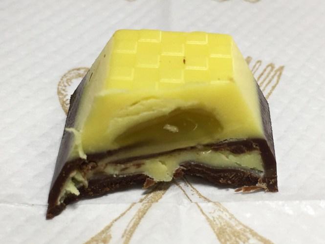『セブンプレミアム』の「バナナチョコレート」中は複雑、断面汚い
