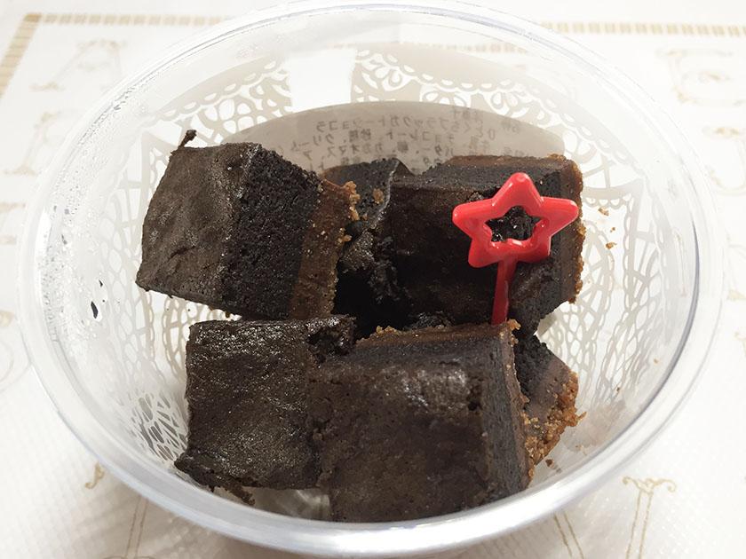 『セブンアンドアイ』の「ひとくちブラックガトーショコラ」サイコロ型