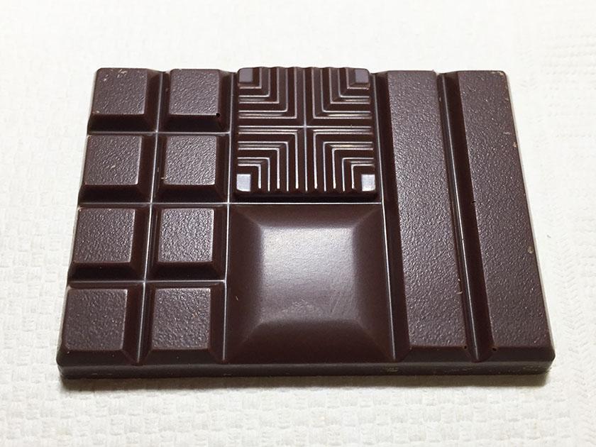 『明治』の「ザ・チョコレートブリリアントミルク」溝入り