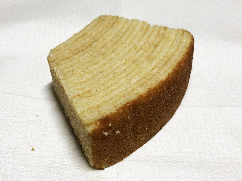 『無印良品』の「不揃いバウム バナナ」焼き色もよい感じ