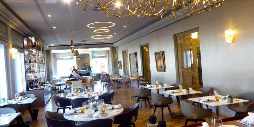Le Living Room Bar Kitchen Est Nouveau Restaurant De LHotel La Paix Recemment Passe Sous Lenseigne Internationale Ritz Carlton Et Lancement