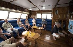 Fragata Yacht livingroom