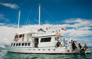 Galapagos cruise Golondrina Yacht