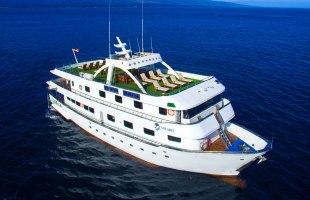 Galapagos cruise Yate Solaris