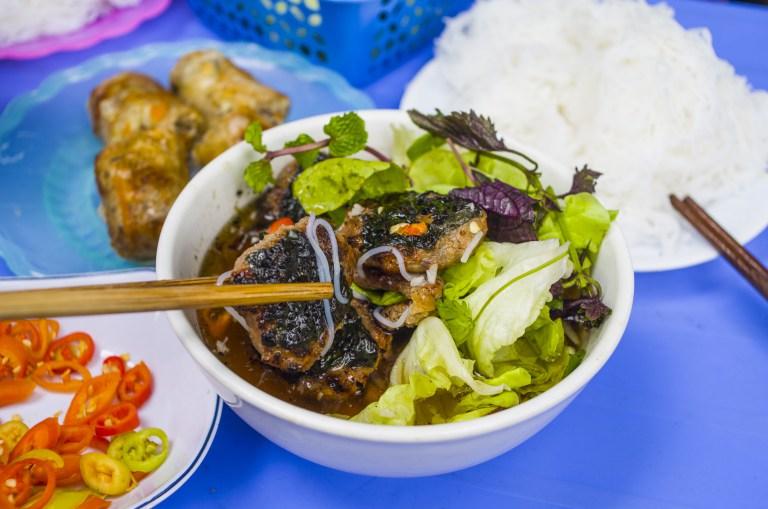 02 - 20170201.Bún-chả-Vietnamese-Grilled-Pork-Rice-Noodles_Resize-5-1.jpg