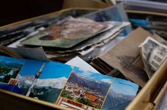 A box with postcards.