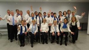 Photo de l'ensemble des choristes de la chorale Le Choeur de la Source de Tupin et Semons utilisée comme photo d'en tête du site internet www.chorale-tupinsemons.fr