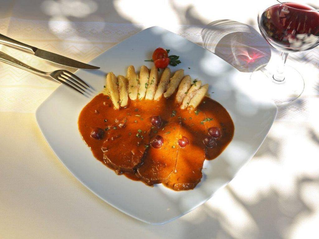 mięso i sos w restauracji Konavoski Dvori