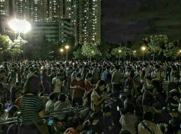 Pokemon Go Players Invade Da-an Park