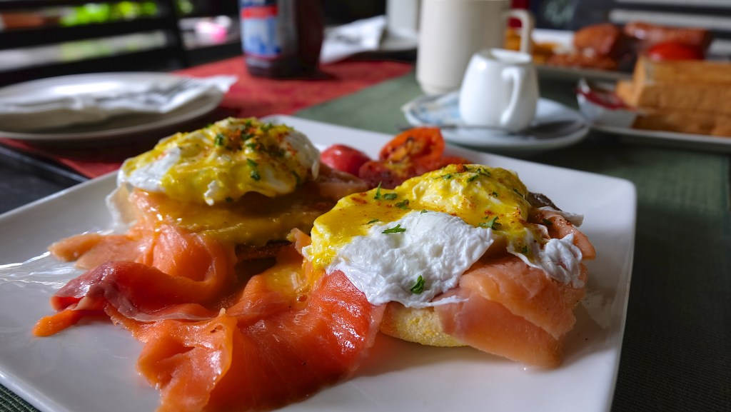 101 Restaurant Bangkok Eggs Benedict