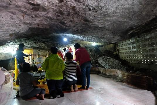 Wat Tham Phra Mae Ya