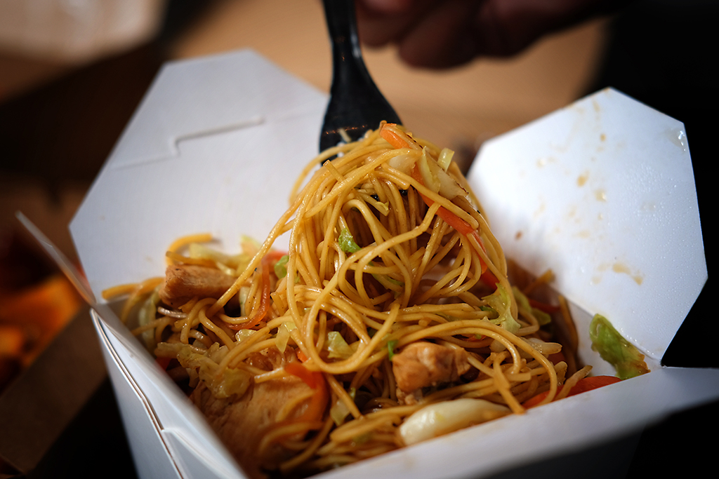 Chicken Lo Mein at Lazy Panda Bangkok
