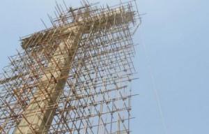 Un homme d'affaire fait construire une croix de 43 mètres de haut au Pakistan