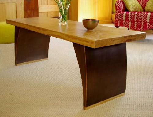 Wood coffee table in bronze and oak.